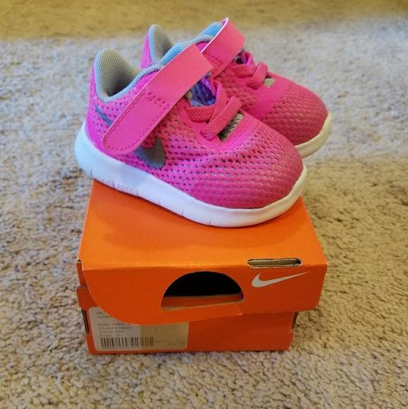 Baby Girls Nike Tennis Shoes Size